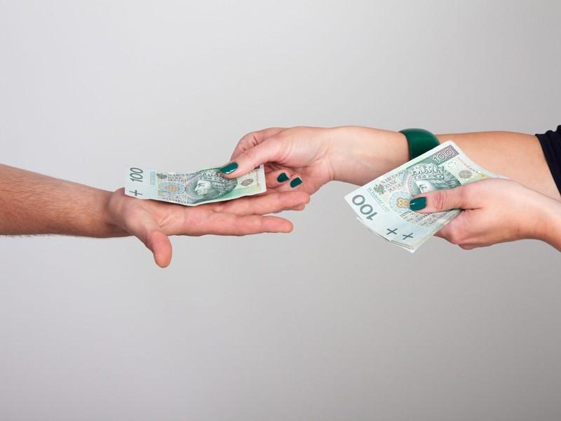 Czy odmowa przyjmowania płatności gotówkowych w dobie pandemii koronawirusa jest zgodna z prawem?